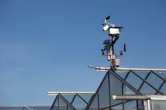 Piccola stazione alta tecnologia di meteo con gli anemometri Immagine Stock Libera da Diritti