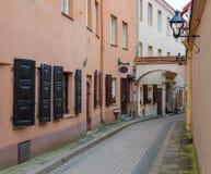 Piccola via pittoresca di Vilnius Immagine Stock Libera da Diritti