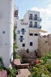 Piccola via tipica di vecchia città di Peniscola Immagini Stock