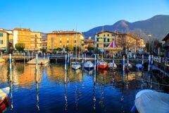 Piccole barche a vela al porto in Iseo, Italia Fotografie Stock