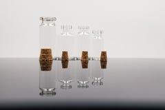 Piccole bottiglie di vetro Fotografie Stock