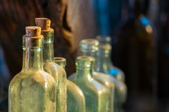 Piccole bottiglie di vetro fotografia stock