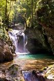Piccole cascate nel fiume del Europa Immagini Stock Libere da Diritti