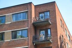 Piccole costruzioni del condominio a Montreal del centro Immagini Stock