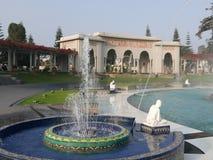 Piccole fontane e costruzione, circuito magico dell'acqua a Lima Fotografia Stock