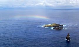 Piccole isole con l'arcobaleno Immagini Stock