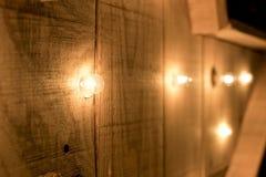 Piccole luci in una fila su una superficie di legno Fotografia Stock Libera da Diritti