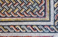 Piccole mattonelle variopinte di un mosaico antico del pavimento fotografie stock