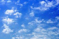Piccole nubi in cielo blu Fotografie Stock Libere da Diritti