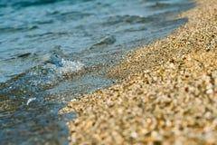 Piccole onda e sabbia. Immagine Stock Libera da Diritti