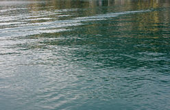 Piccole onde causate in pescherecci nel porto di Formia Fotografie Stock