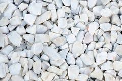 Piccole pietre di colore bianco con la tinta grigio-blu Immagini Stock