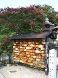 Piccole placche di legno giapponesi tradizionali con le preghiere ed i desideri Fotografia Stock Libera da Diritti