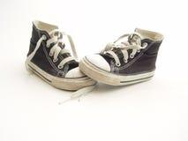 Piccole scarpe da tennis Fotografia Stock