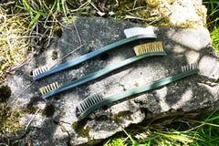 Piccole spazzole per ruggine di pulizia fotografia stock
