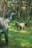 Piccole statue dei dinosauri del diplodocus Fotografie Stock
