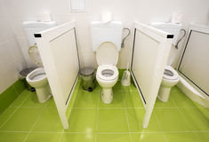 Piccole toilette per i bambini in un asilo Fotografie Stock