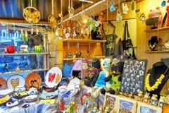Piccoli accessori e ricordi differenti al mercato di Natale di Riga Immagini Stock Libere da Diritti