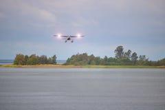 Piccoli aereo e fari di atterraggio del galleggiante Fotografia Stock Libera da Diritti