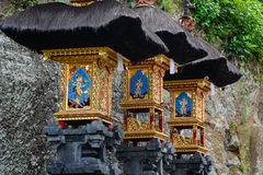 Piccoli altari al tempio indù in Bali, Indonesia Immagine Stock