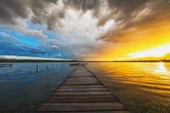 Piccoli bacino e barca nel lago Fotografia Stock