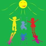 Piccoli bambini felici che giocano sulla priorità bassa piena di sole Fotografie Stock Libere da Diritti