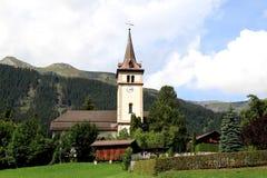 Piccoli chiesa di parrocchia e churchyard svizzeri dolci Fotografia Stock