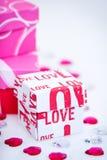 Piccoli contenitori di regalo di AMORE Fotografie Stock