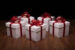 Piccoli contenitori di regalo sulla tavola Fotografia Stock Libera da Diritti