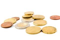 Piccoli eurocoins su priorità bassa bianca Immagini Stock Libere da Diritti