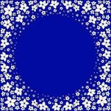 Piccoli fiori bianchi su un fondo blu scuro royalty illustrazione gratis