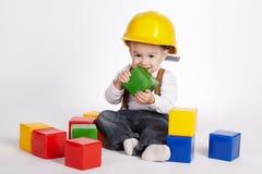 Piccoli giochi dell'ingegnere con i cubi Immagini Stock Libere da Diritti