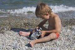 Piccoli giochi un'automobile del giocattolo Fotografie Stock Libere da Diritti
