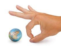 Piccoli globo e mano immagine stock