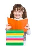 Piccoli libri di lettura della ragazza Isolato su priorità bassa bianca Fotografie Stock Libere da Diritti