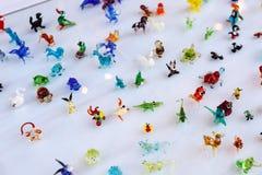 Piccoli ornamenti di vetro brillantemente colorati degli animali Fotografia Stock Libera da Diritti