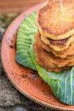 Piccoli pancake su cavolo Fotografia Stock Libera da Diritti