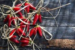Piccoli peperoncini rossi rossi piccanti Fotografia Stock Libera da Diritti