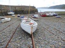 Piccoli pescherecci in porto Immagine Stock Libera da Diritti