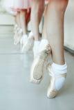 Piccoli piedi della ballerina Immagini Stock Libere da Diritti
