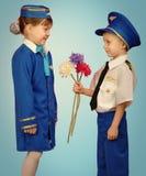 Piccoli pilota e hostess Immagine Stock Libera da Diritti