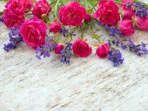 Piccoli rose e mazzo rosa-intenso della lavanda della Provenza Immagine Stock Libera da Diritti