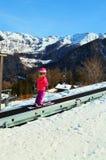 Piccoli sciatori in alpi Fotografia Stock Libera da Diritti
