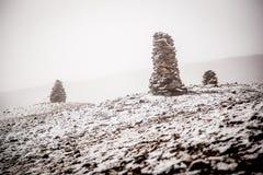 Piccoli stupas alla montagna Immagine Stock