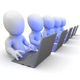 piccoli uomini 3d che lavorano ai computer portatili Immagini Stock