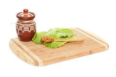 Piccoli vaso e cucchiaio con senape Fotografie Stock