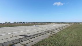 Piccolo aereo pronto a decollare stock footage