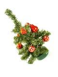 Piccolo albero di Natale con gli ornamenti rossi piacevoli Immagine Stock