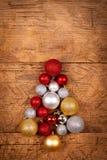 Piccolo albero di Natale dei globi Immagini Stock