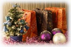 Piccolo albero di Natale su fondo per le cartoline ed i saluti Immagine Stock Libera da Diritti